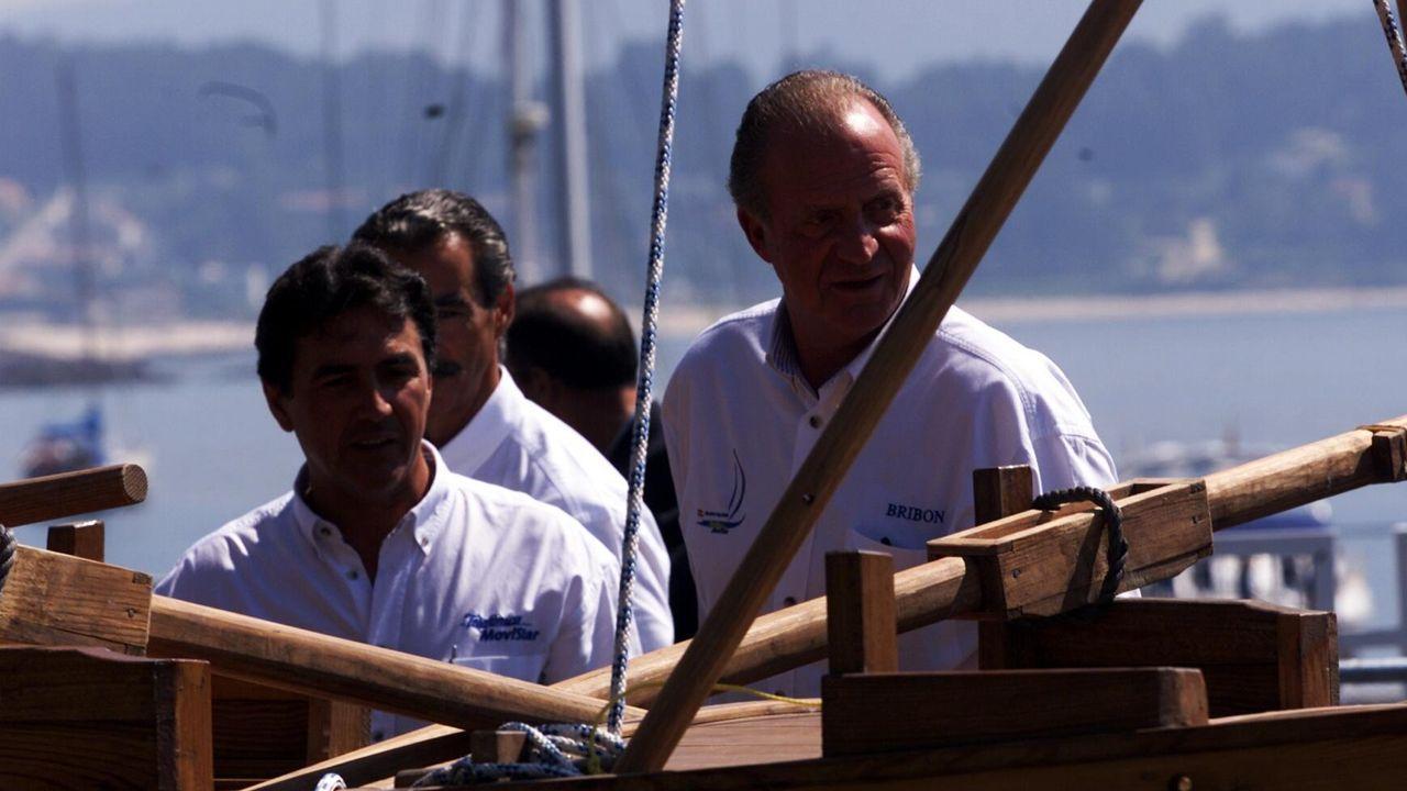 El rey Juan Carlos en la presentación de la regata Sardina Cup en el Club Náutico de Sanxenxo en septiembre del 2009