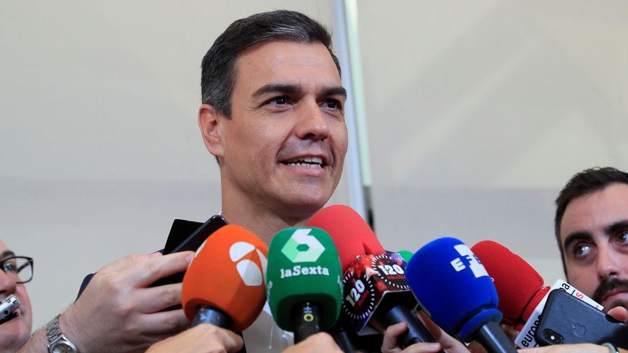 El himno de España se cuela en la ofrenda floral del Govern por la Diada.Sánchez hizo el anuncio a la presna antes de su reunión con representantes de diversos sectores culturales