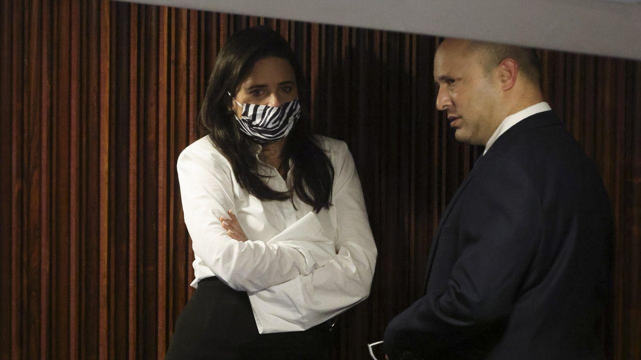 Ayelet Shaked y Naftali Bennett, durante la sesión en la que se eligió el nuevo Gobierno de Israel