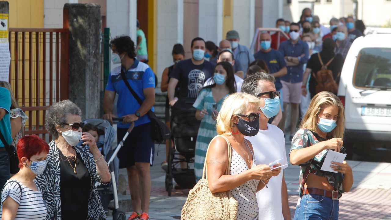 Así transcurre la jornada electoral del 12-J en Ferrol.Paseo de la playa de A Frouxeira, en Valdoviño, municipio que recibe muchos turistas todos los veranos