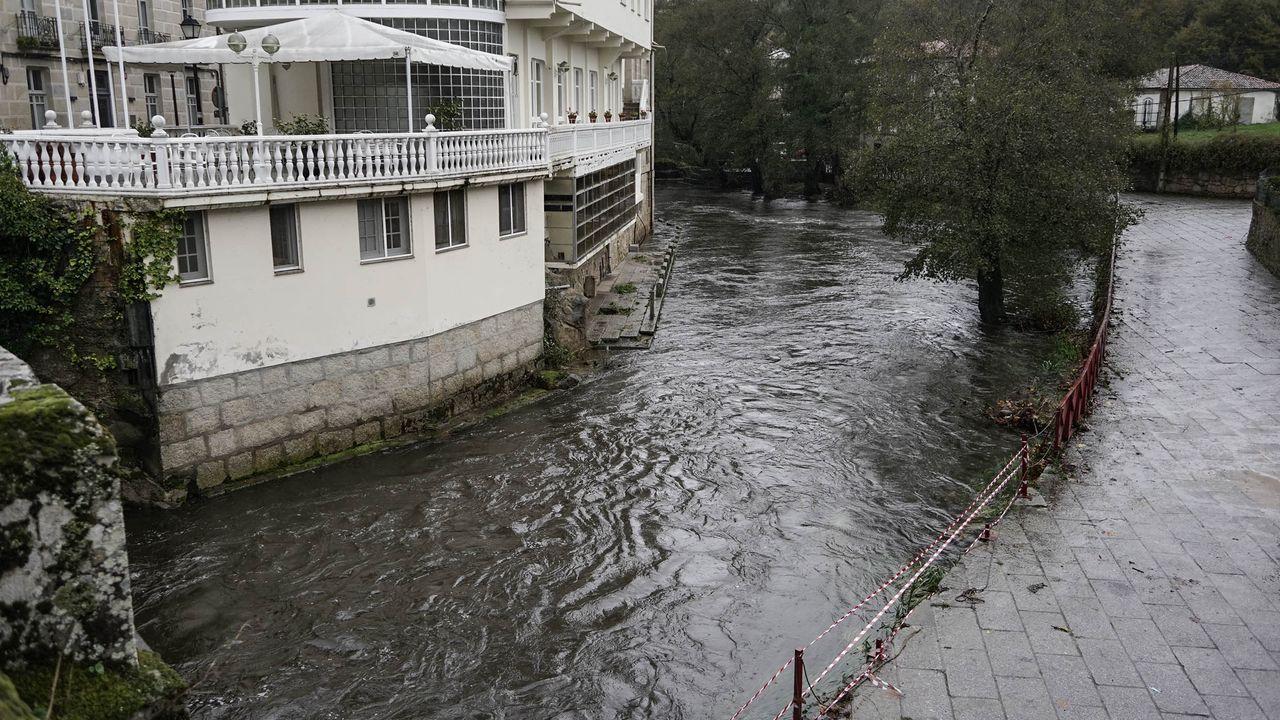 Temporal en Ourense.El río Arnoia se desbordó en Baños de Molgas y afectó al balneario y al área recreativa colindantes