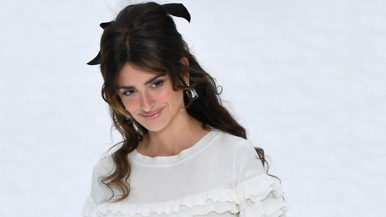 Los últimos diseños de Lagerfeld en el primer desfile de Chanel sin su director artístico.Penelope Cruz