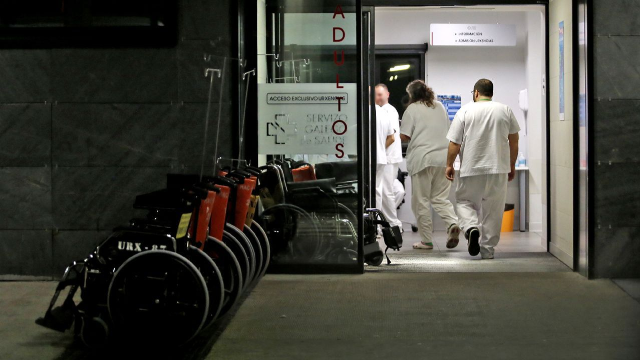 El primer paciente de coronavirus de Vigo sale de la UCI.Acceso en el área de urgencias del hospital vigués Álvaro Cunqueiro