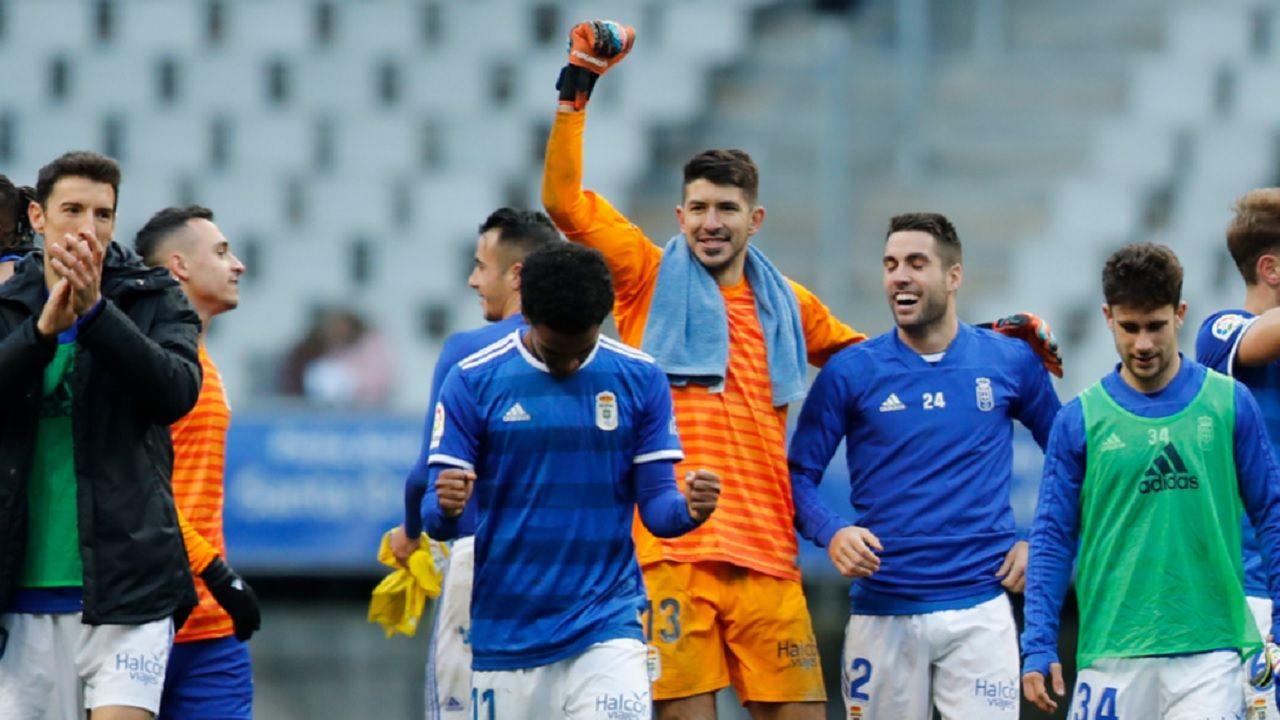 Toche Champagne Barcenas Johannesson Jimmy Real Oviedo Cadiz Carlos Tartiere.Los futbolistas azules celebran la victoria frente al Cádiz