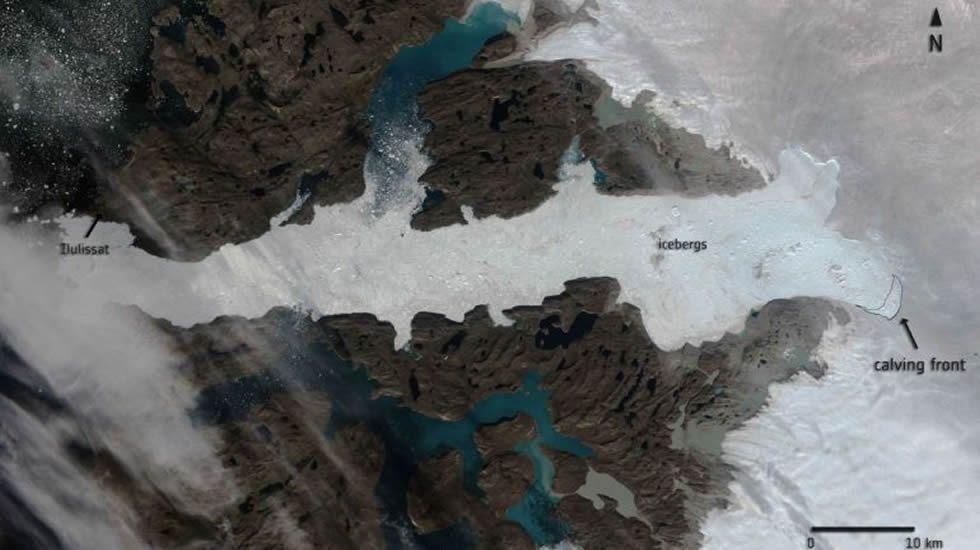 El deshielo ha generado casi 8.000 lagos en la superficie de la Antártida.Un iceberg  en el oeste de la Antártida