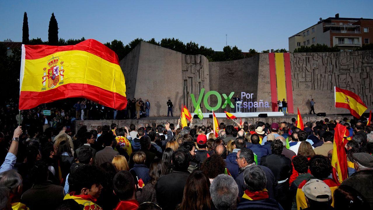 Concentración de la CIG a las puertas de Alcoa. San Cibrao.Las banderas españolas ondearon ayer en la madrileña plaza de Colón, en el encuentro que clausuró la campaña de Vox