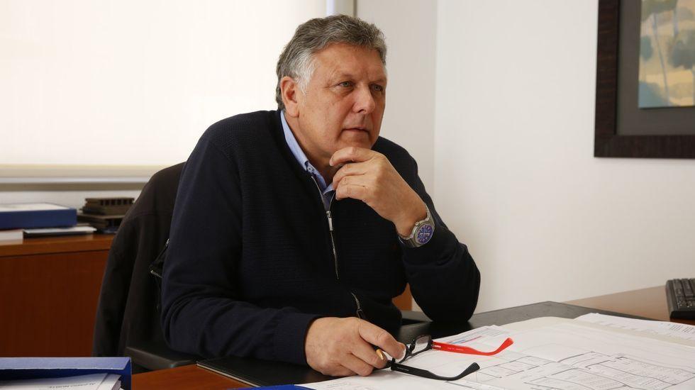Chus Piñeiro anima a sus vecinos de Padriñán, Sanxenxo, cada noche