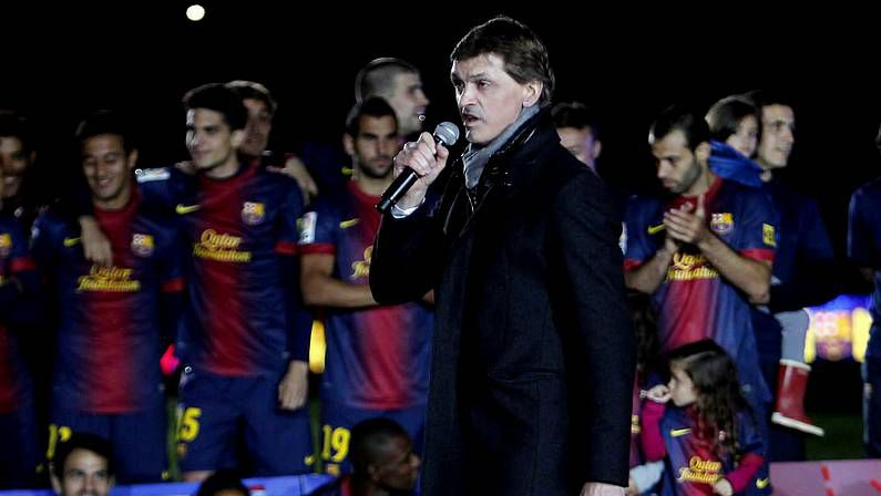 La presentación de Neymar con el Barça, en fotos.Abidal, presentado junto a Toulalan