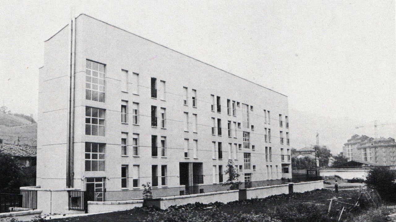 Casa cuartel de Pola de Lena en los años 80