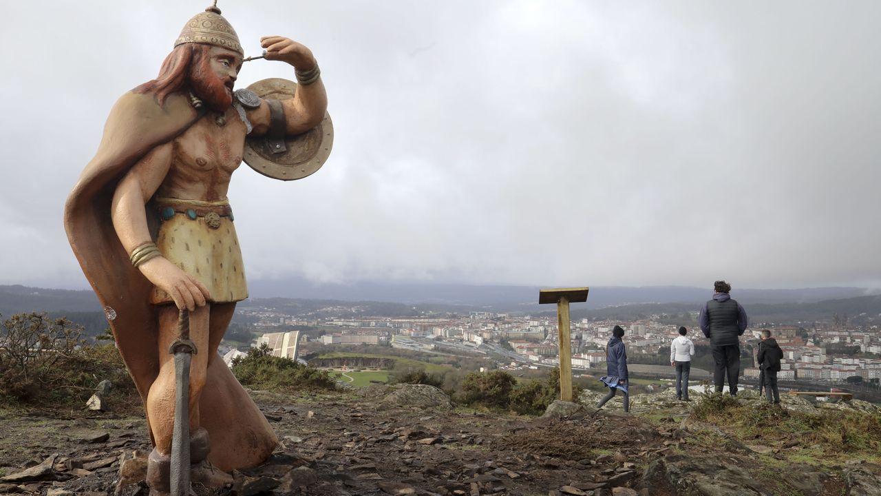Destrozos en algunas de las figuras de la Senda Mitolóxica.La actual estación de autobuses de Santiago, en la avenida Rodríguez de Viguri, que pronto será demolida
