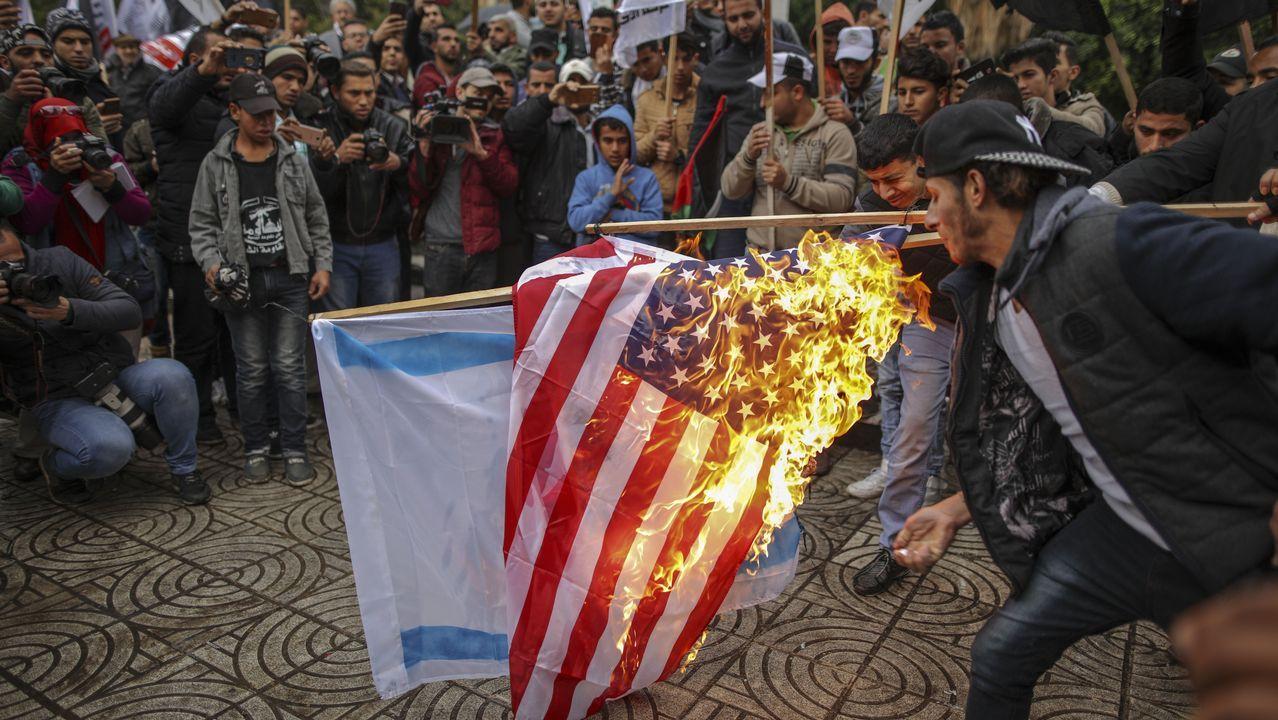 Crece la tensión y la escalada de violencia en Oriente Medio con un nuevo viernes de la ira.Manifestantes palestinos en Belén