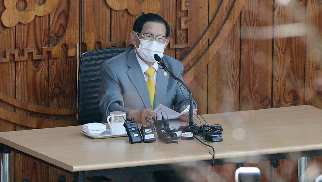 Lee Man-Hee en una rueda de prensa ofrecida en el mes de marzo