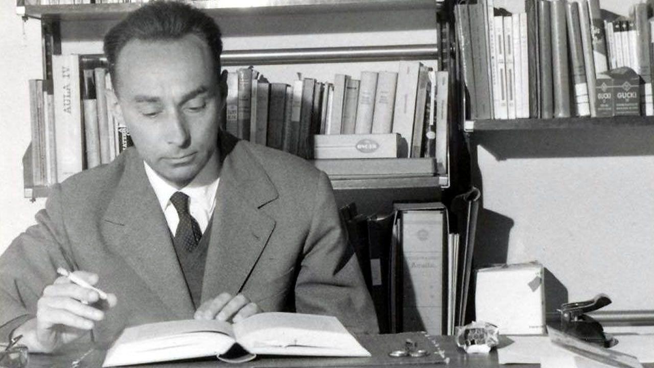 Cargadores Nueva Zelanda.Primo Levi (Turín, 1919-1987) sobreviviu a Auschwitz e contou a súa experiencia nun libro clave para a memoria de Europa. Na imaxe, o escritor italiano retratado ao redor de 1960