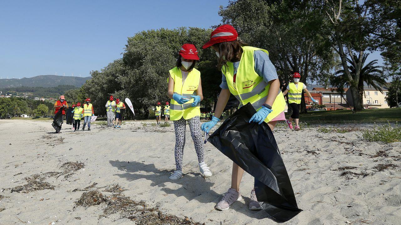 Programa Ludieduca de Jealsa y La Cruz Roja con motivo del día de los océanos en Barraña y o Areal