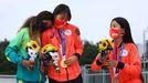 Las tres jóvenes olímpicas tras la entrega de medallas.Las tres jóvenes olímpicas tras la entrega de medallas