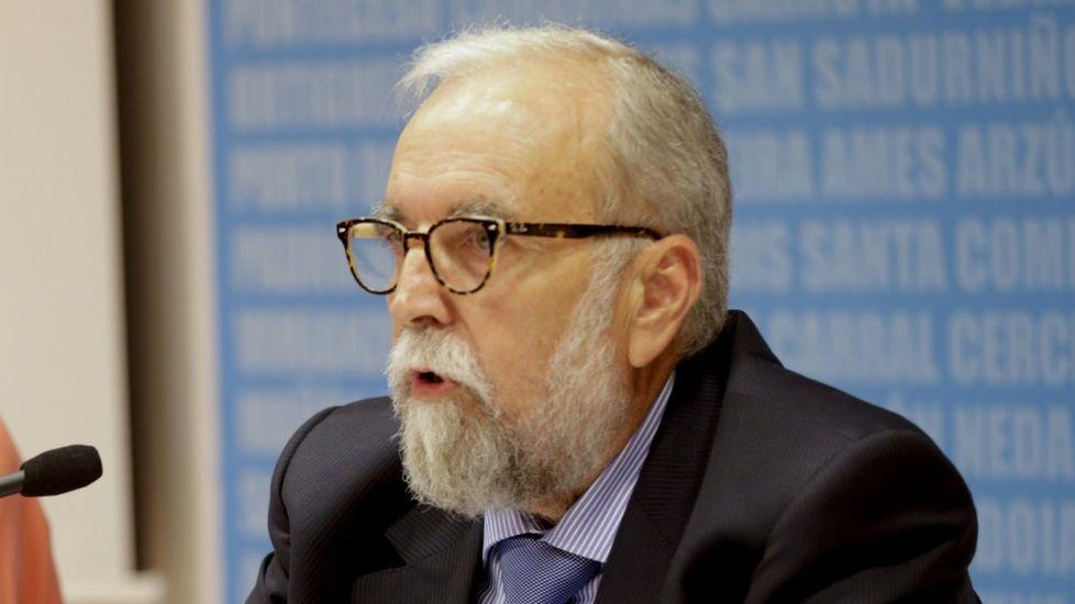 El ministro de Energía asegura que la factura de la luz «no se puede bajar a lo loco».Regasificadora de Gijón
