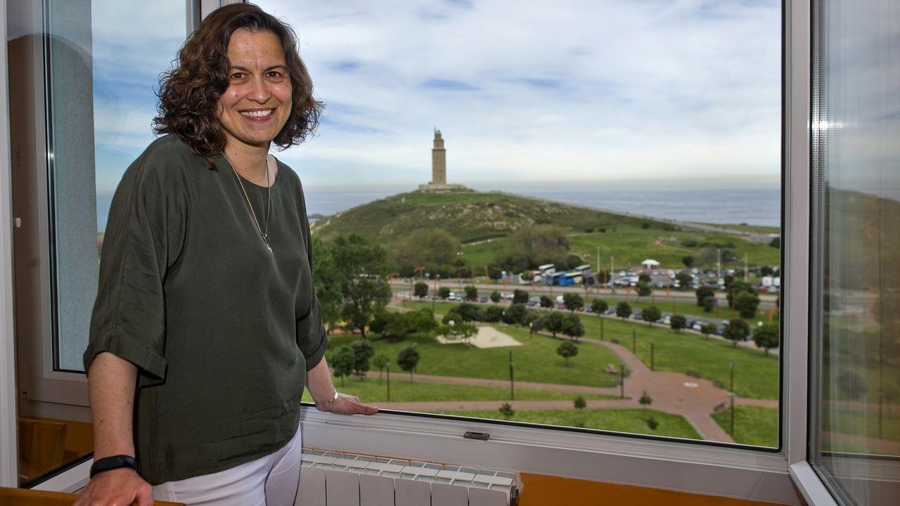 Isabel Hervada. Es una forofa de la torre de Hércules, la ve desde su ventana, y le ha hecho miles de fotos.