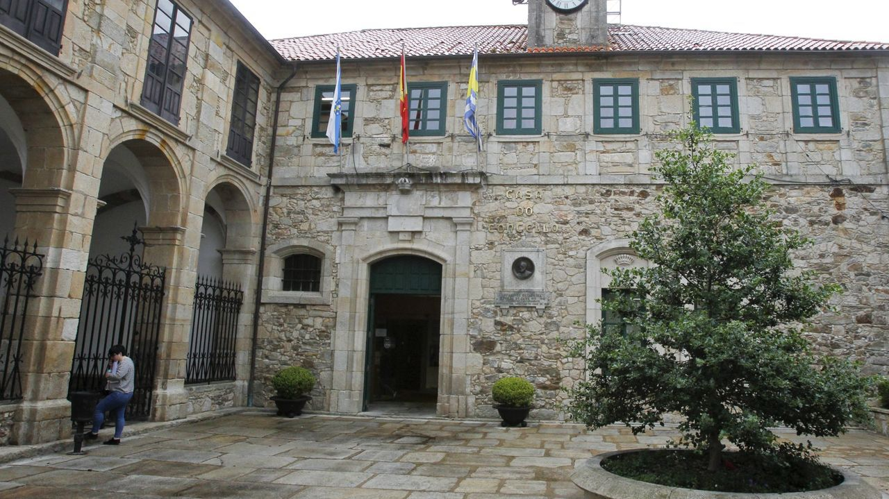 Entrada del consistorio local de Ortigueira