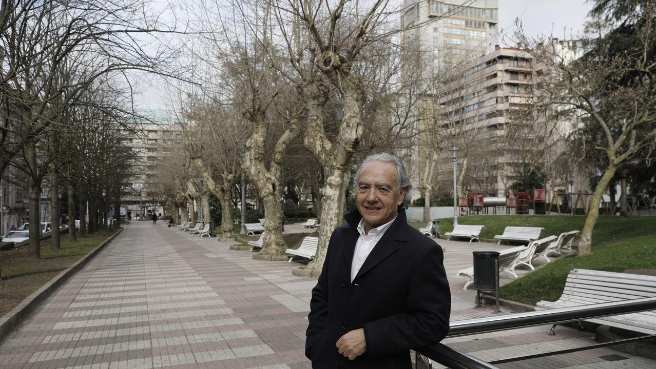 Entrevista íntegra a Fernando Vázquez: «Mi carrera estuvo mal dirigida».Marco Sangalli protesta una acción en el Real Oviedo-Alorcón
