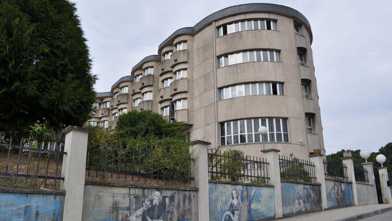 La antigua cárcel de Sarria acoge las obras de 75 artistas.El 30 de agosto se celebró en Ferrol la botadura del segundo logístico para Australia