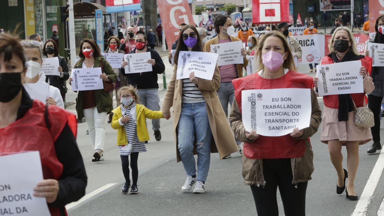 Los trabajadores esenciales: los protagonistas de la vuelta del 1 de mayo en A Coruña.Manifestación del 1 de mayo, día del trabajador, en Gijón