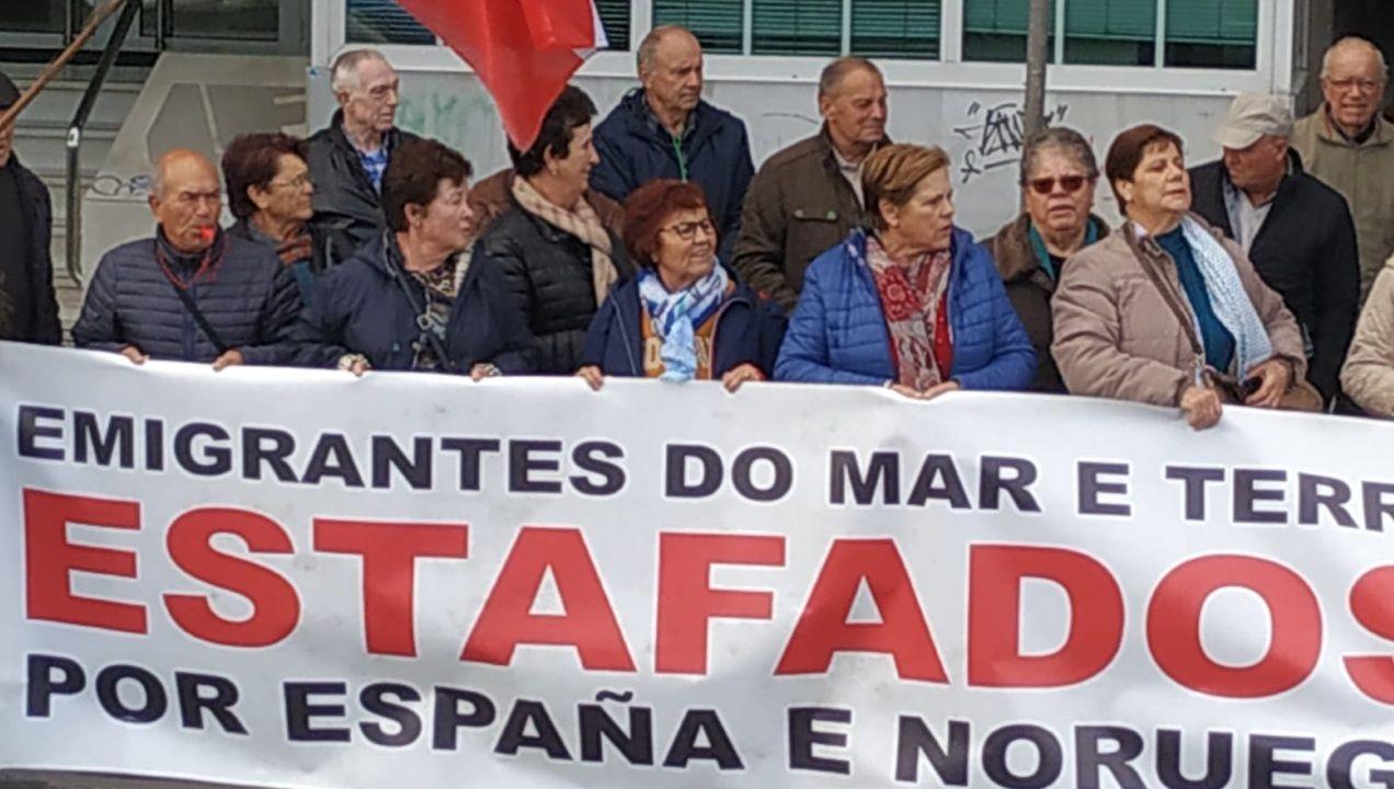 Long Hope se manifesta de nuevo en A Coruña.Obras del AVE en pleno casco urbano de Ourense, en la estación intermedia de San Francisco