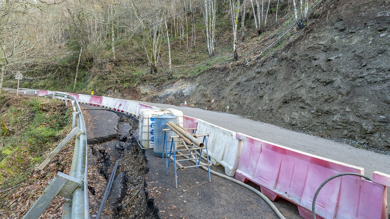 La carretera resultó dañada a finales de noviembre por un desplome de tierras