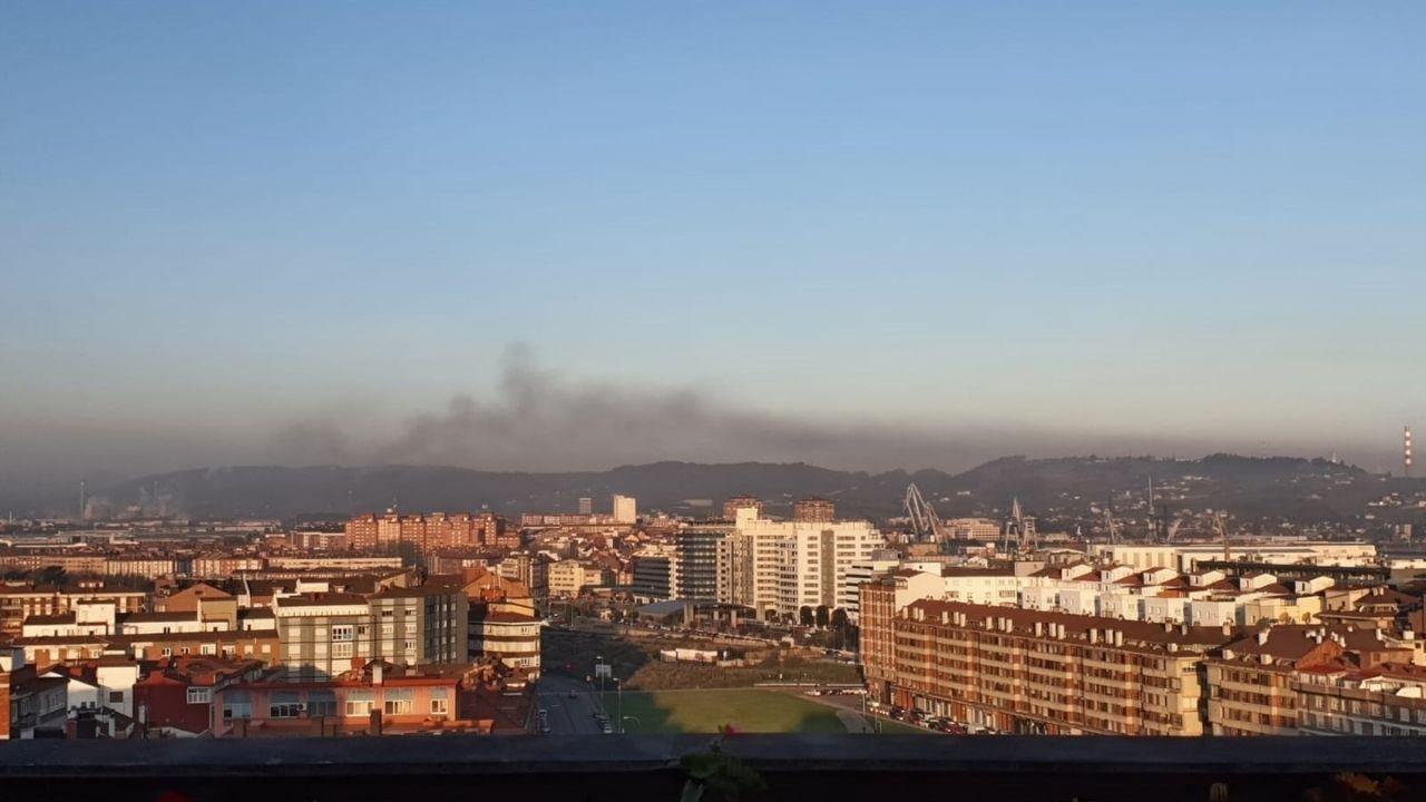 Nube de contaminación sobre Gijón