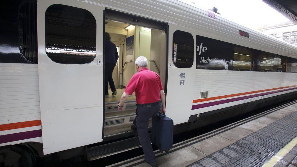 Tren en la estación de Ferrol