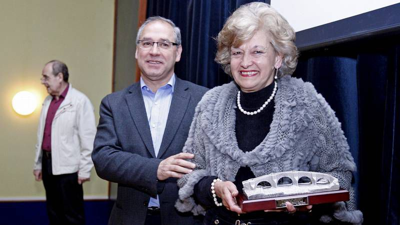 Paula Ferreiros, entre David Barreira y Miguel Pérez.
