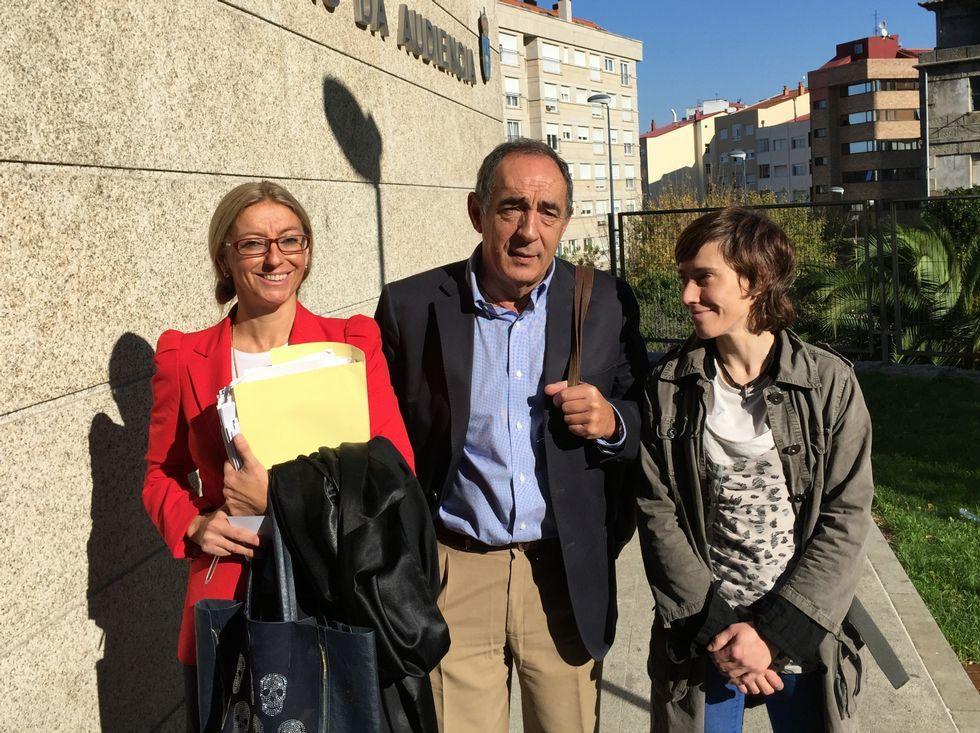 Carmen Otero (derecha) y Jesús Bahíllo, al salir de la Audiencia.