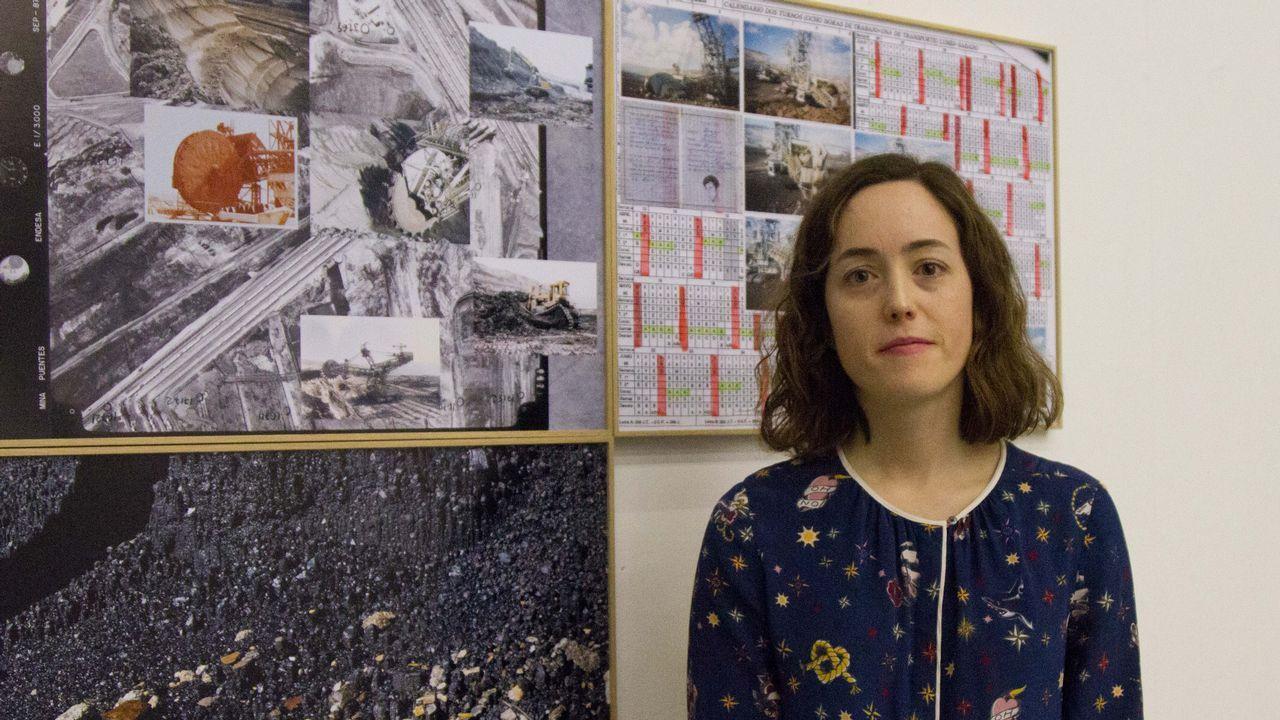Estéfani Bouza, con parte de su trabajo sobre As Pontes