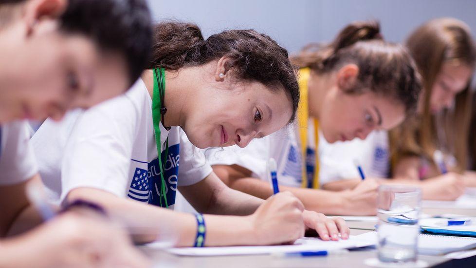 Imagen de archivo de una de las pruebas para acceder a las becas de la Fundación Amancio Ortega