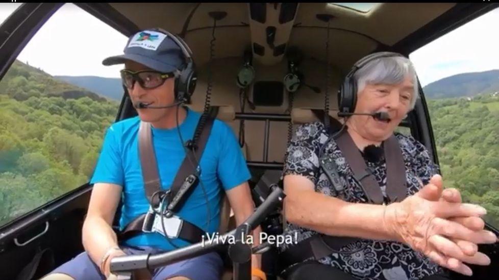 Jesús Calleja y Rubina Rodríguez, en el helicóptero