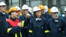 La ministra de Industria, con el delegado del Gobierno en Galicia, el presidente de la Xunta y el conselleiro de Industria en una visita reciente a Alcoa