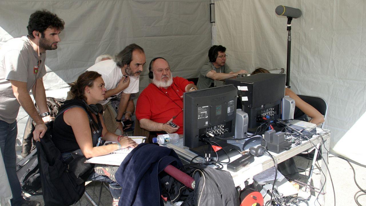 El director José Luis Cuerda, durante un momento del rodaje de «Los girasoles ciegos» en Ourense.