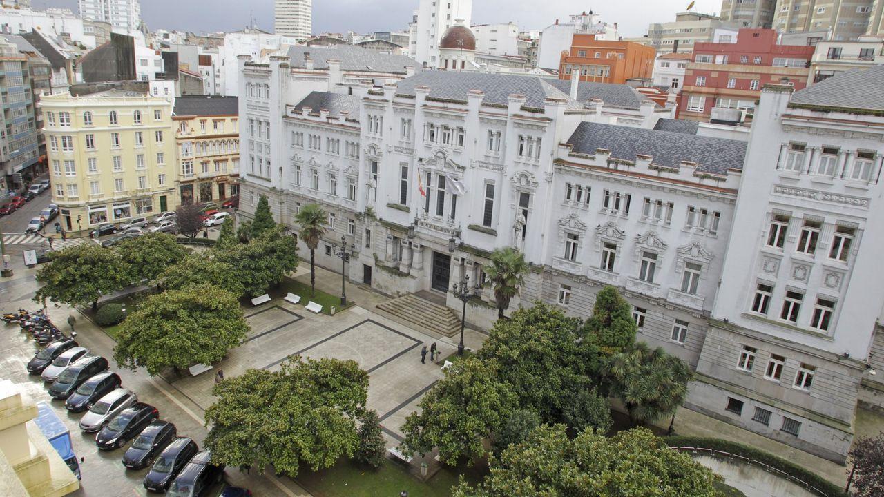«Diríjanse a su domicilio: nos encontramos ante una emergencia sanitaria grave».Sede del Tribunal Superior de Xustiza de Galicia, en A Coruña
