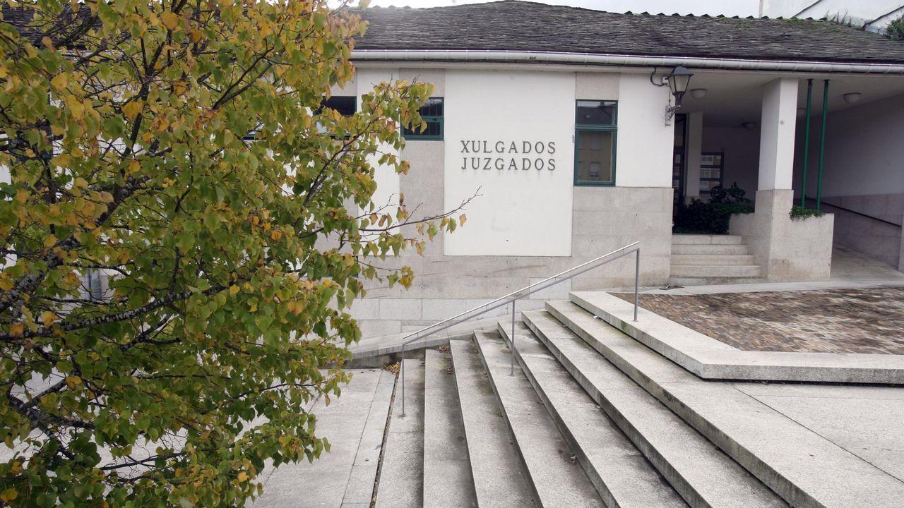 Jorge Menendez Vallina Junta Accionistas Real Oviedo.Acceso a Facebook a través del móvil Sony Ericsson Vivaz