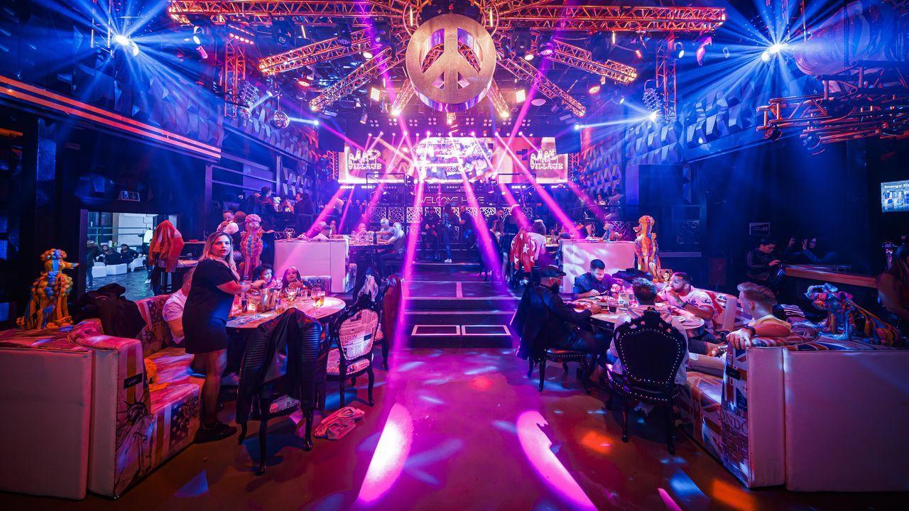 En Lausana, Suíza, los propietarios de un club nocturno lo han reabierto como restaurante