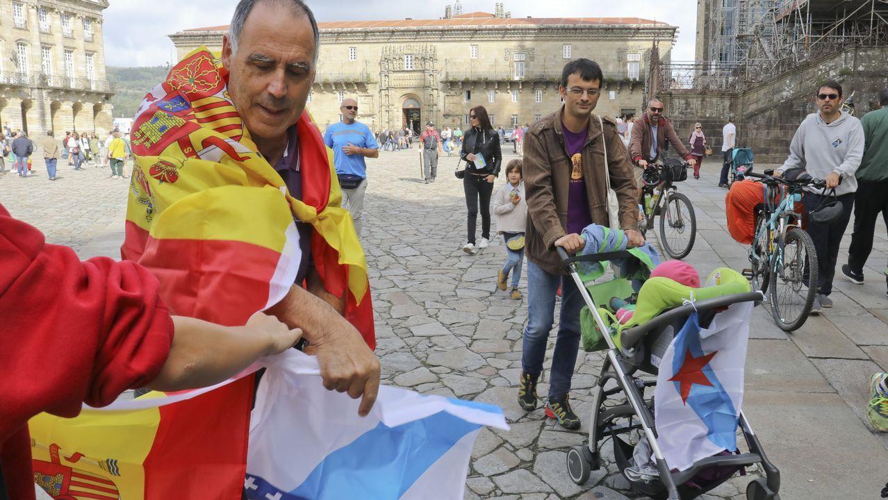 Concentración en el Obradoiro en contra del referendo catalán.Concentración por la unidad de España en Santiago