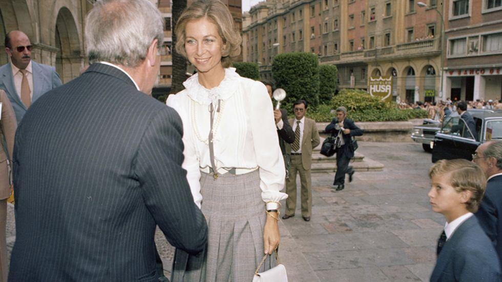 La Reina Sofía y el Príncipe Felipe, en una de sus visitas al Reconquista