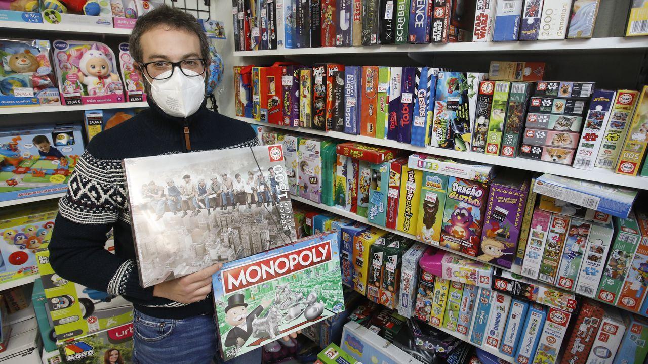 El gerente del Bazar 095 recibe puzles a cuentagotas por la alta demanda general