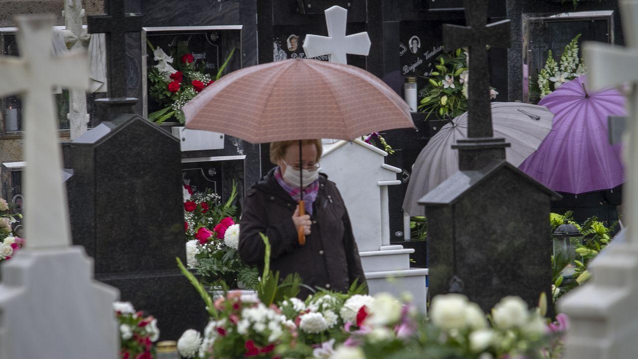 Así lucían los cementerios de Barbanza en el día de Todos los Santos.El colegio Castelao de Rianxo hay registrado caso de coronavirus