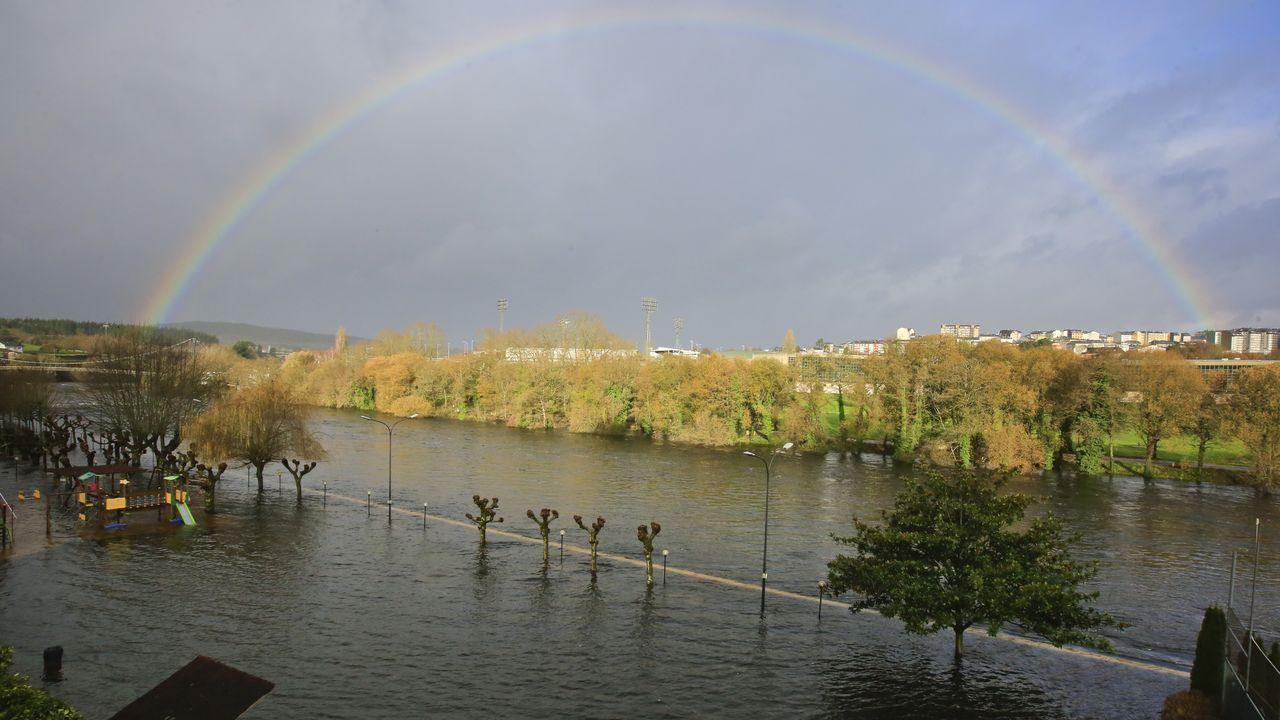 El Miño anegó las instalaciones del club fluvial a su paso por Lugo