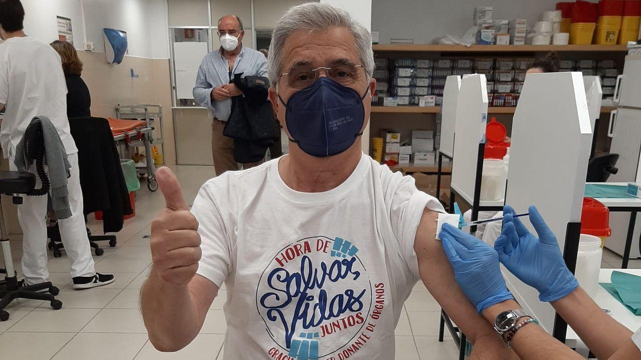 Vacunación de Abelardo Sánchez Sanjurjo, de la asociación de trasplantados