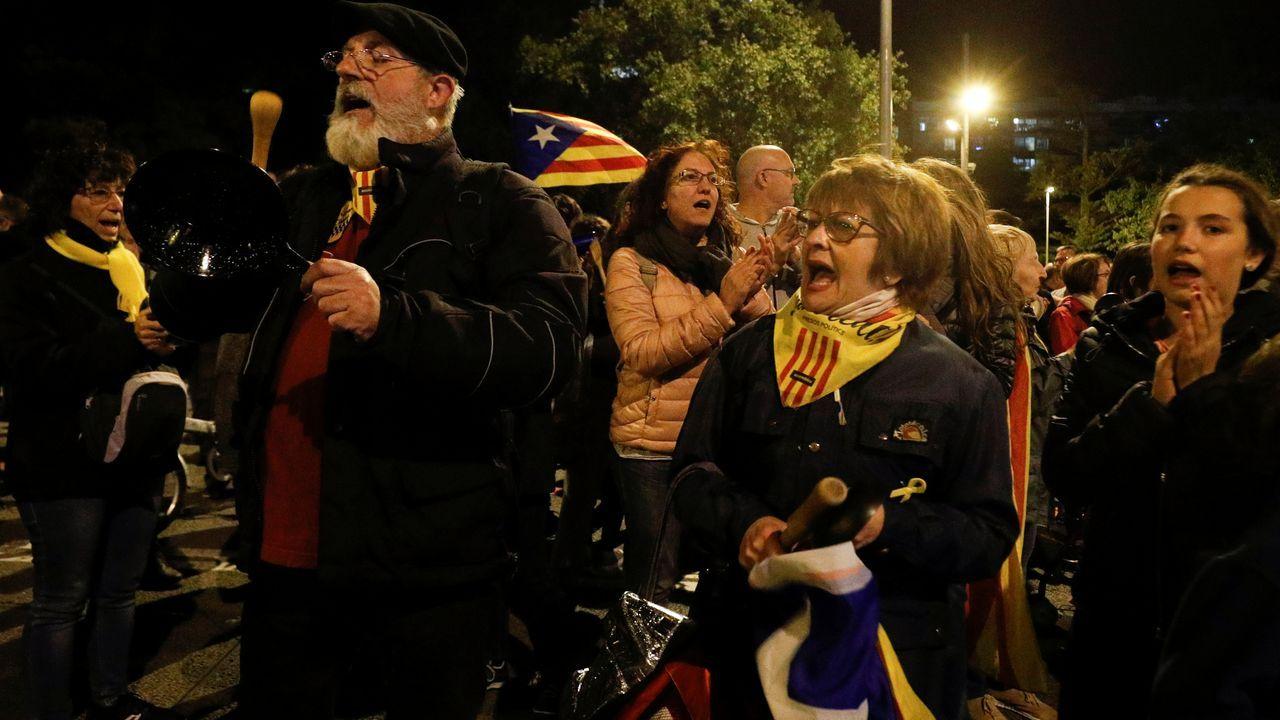 El final de la fiesta, en imágenes.Manifestantes independentistas en las calles de Barcelona
