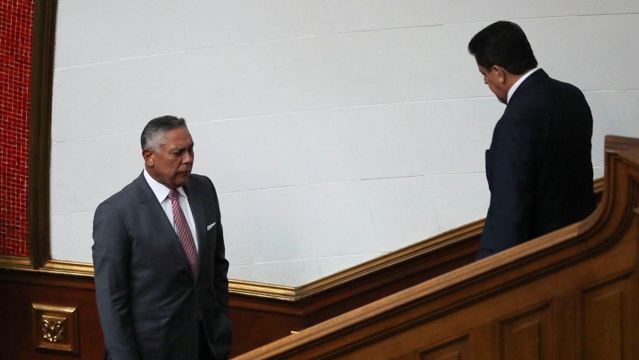 El chavista Pedro Carreno y el opositor Edgar Zambrano se cruzan sin mirarse en la sesión del Parlamento