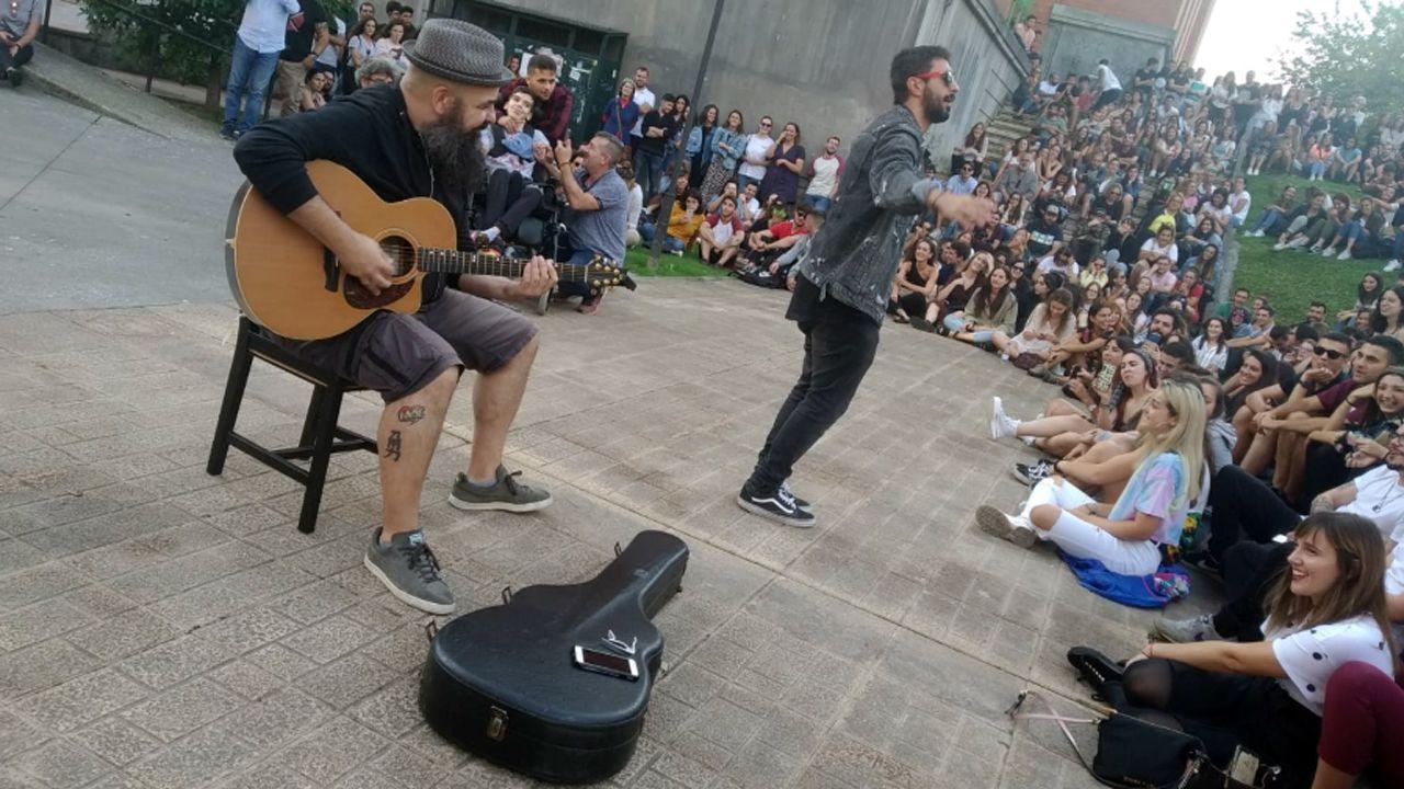 Rap en la escalinata.Ayuntamiento de Oviedo