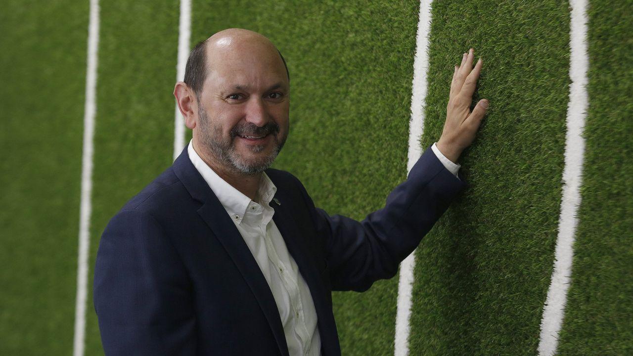 Yago Lopez, entrenador del CD Seixalbo juvenil. Tiene lesión medular.Luis Piñeiro, anunciando su dimisión