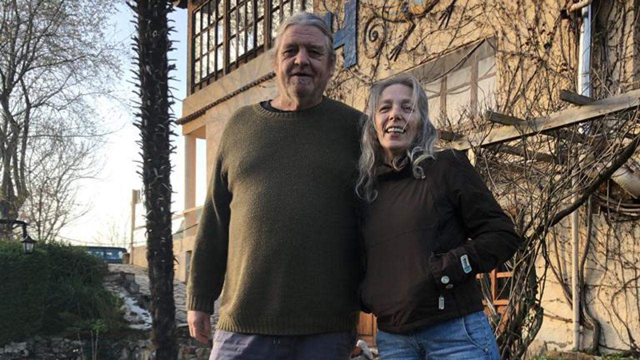 Jin Thonson y Pilar Saiz, matrimonio propietario del Hotel Torrecerredo, en Arena de Cabrales